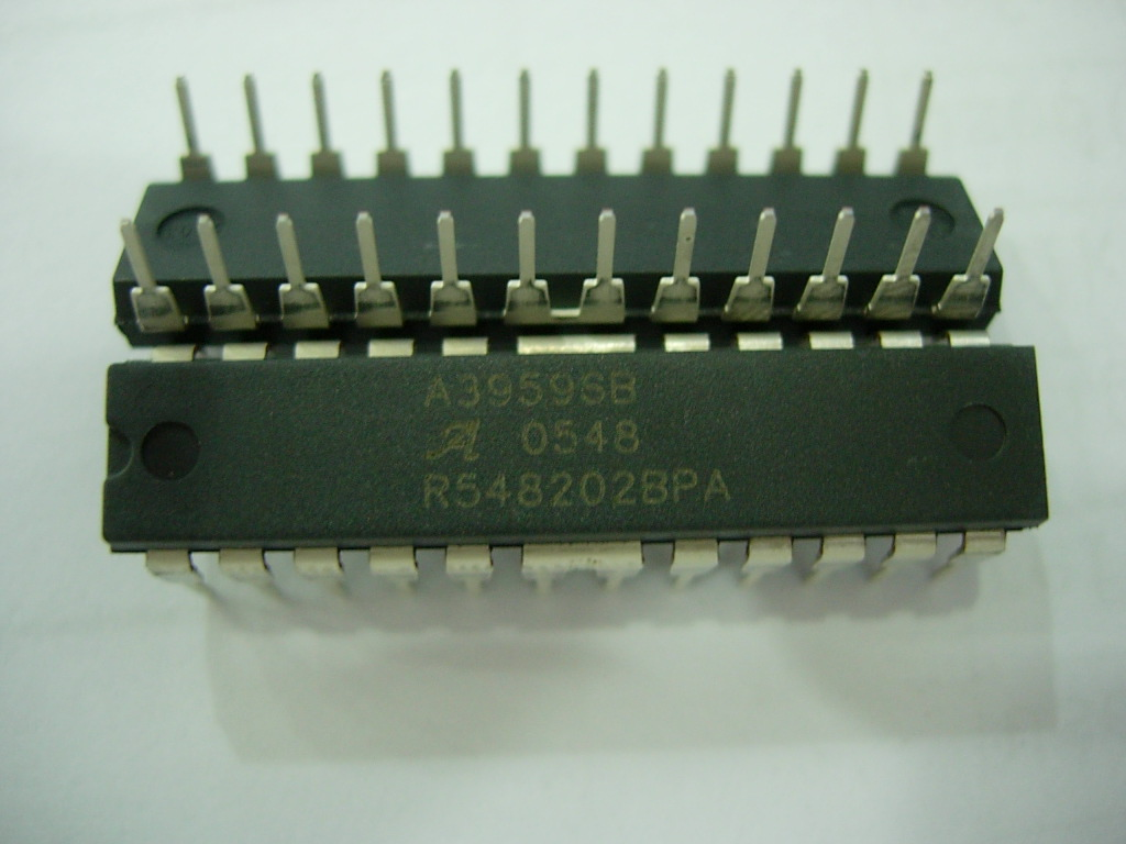 內部固定關斷時間的PWM 電流控制時鐘電路可被設置為工作在慢速、快速及混合衰減模式。Allegro專有的混合衰減模式可以減少快速衰減時高紋波電流的影響,也可以將慢速衰減模式時的有限帶寬問題減到最小。這都是通過獨特的快速衰減百分比調節端口(Percent Fast-decay Pin,簡稱PFD)來調節每種模式下的關斷時間百分比來完成的。相位和使能輸入端用來控制直流電機的轉速、轉矩和方向。       內部同步整流功能通過自動打開輸出MOSFET降低芯片的功耗,從而防止了內部二極管誤導通。A3959還提供休